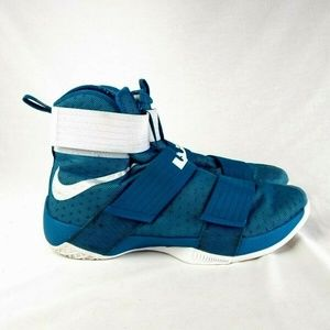 Nike Men Sz 16 Soldier Ten  Sneaker 197-27